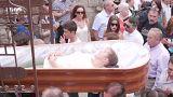 شاهد: مهرجان العائدين من الموت في إسبانيا