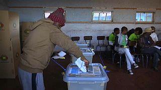 Histórica cita con las urnas en Zimbabue