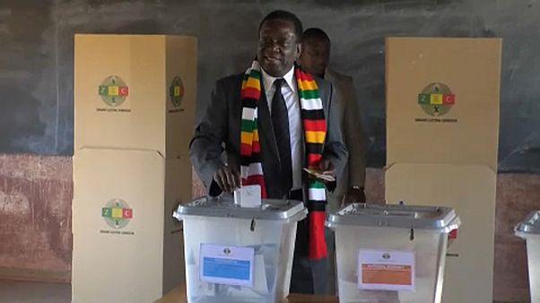 Candidatos favoritos às presidenciais no Zimbabué já votaram