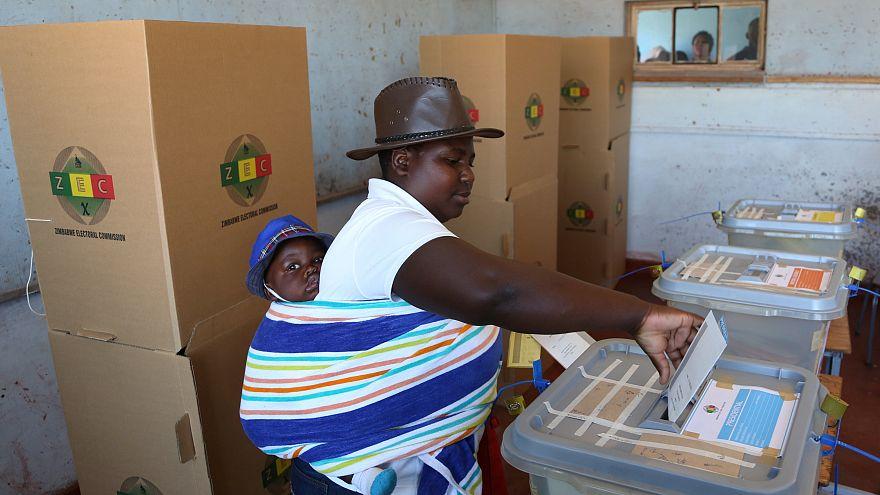 Zimbabve 38 yıl sonra Mugabe'siz ilk devlet başkanlığı seçimi için sandık başında