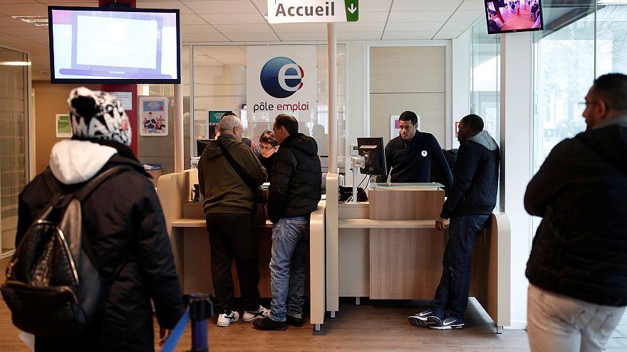 Álláskeresők egy Aubervilliers-i irodában, Párizs közelében