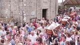 """Spagna, i vivi in processione nelle bare nel festival della """"quasi-morte"""""""