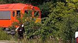 """رجل يسخر من بطء القطار ويسابقه """"بزي الحلزون"""" في المجر"""