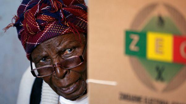 تصويت بنسبة 75% في انتخابات زيمبابوي الحاسمة بعد خريف موغابي