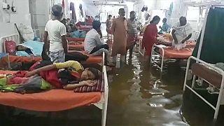 شاهد: المياه القذرة تغزو مستشفى في ولاية بيهار