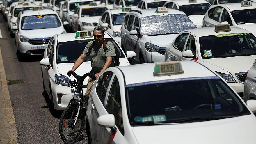 Taxisblokád Spanyolországban az alternatív személyszállító cégek ellen