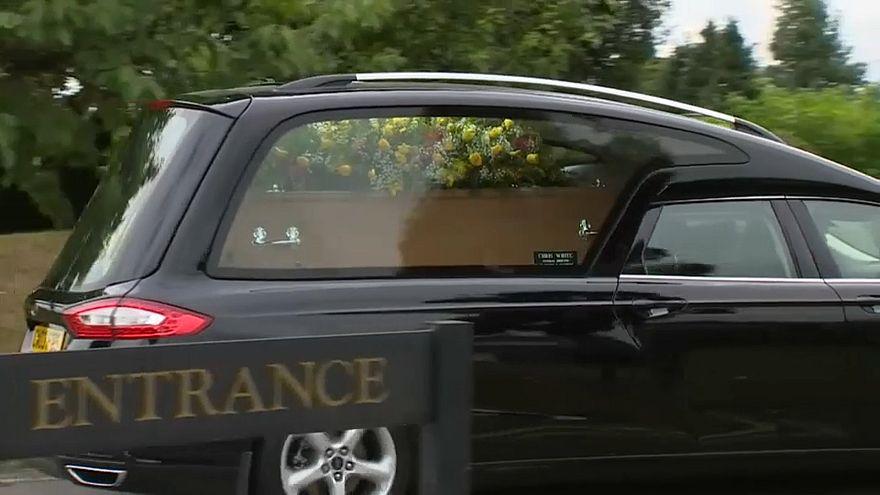 """إجراءات أمنية في جنازة امرأة بريطانية توفيت نتيجة تعرضها لـ""""نوفيتشوك"""""""