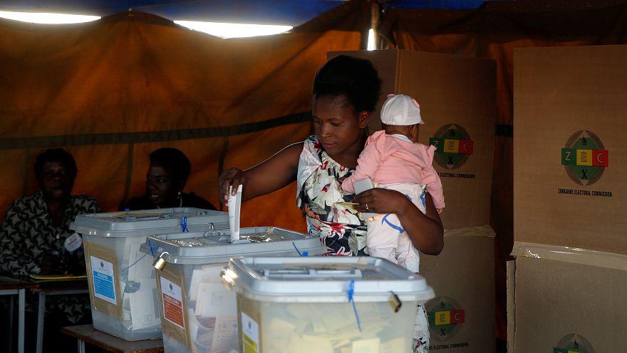 Risultati immagini per voto in zimbabwe