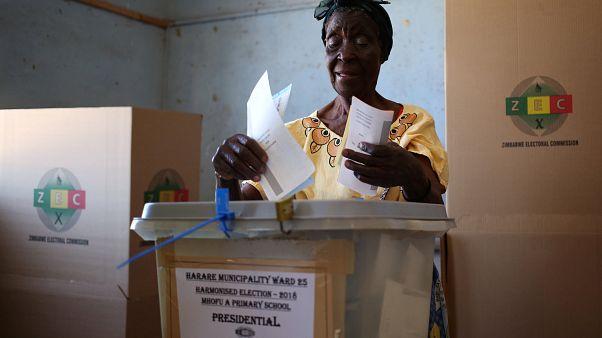 Le Zimbabwe compte les votes et l'opposition revendique la victoire