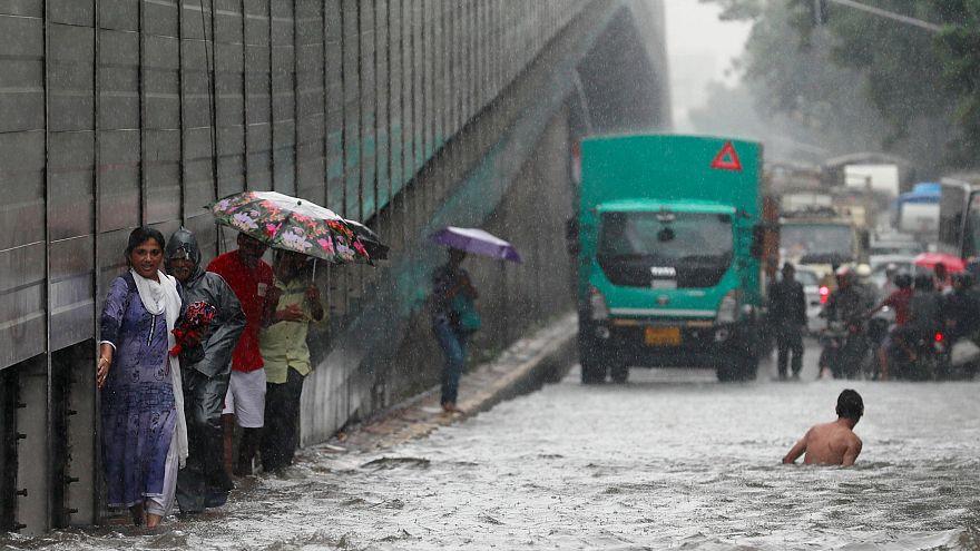 Muson yağmurları Hindistan'a ölüm yağdı