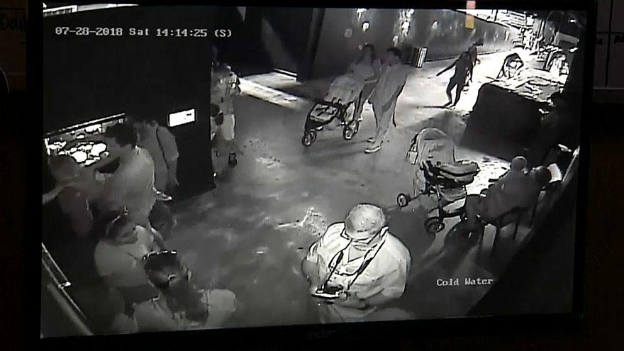 شاهد :  لص يسرق سمكة قرش داخل عربة أطفال في تكساس