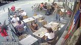 Paris'te sokak ortasında taciz ve sonrasında şiddete maruz kalan kadın