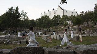 «From Darkness to Light»: Η συναρπαστική ολονύχτια performance στον Επικούριο Απόλλωνα