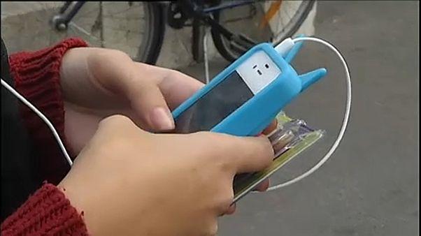 Tilos lesz mobilozni a francia iskolákban