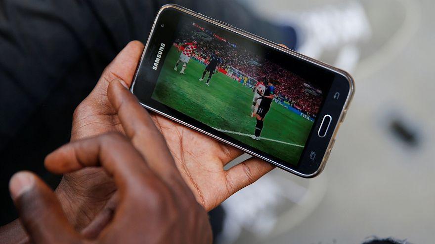 Fransa'da okullarda cep telefonu kullanımı yasaklandı