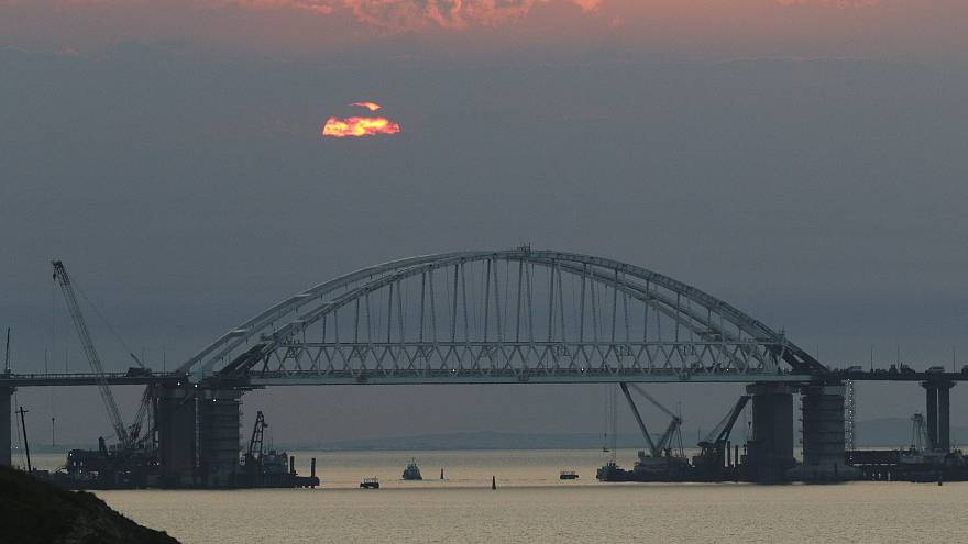 الاتحاد الأوروبي يجمد أصول شركات ساهمت بإنشاء جسر يربط روسيا بالقرم