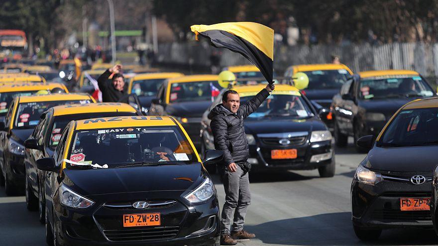 """Los taxistas chilenos protestan contra la """"Ley Uber"""""""