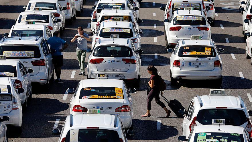 Táxis bloquearam o Passeo de la Catellana, em Madrid