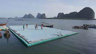 Kicken auf dem Floß