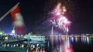 Feuerwerk über dem Genfer See