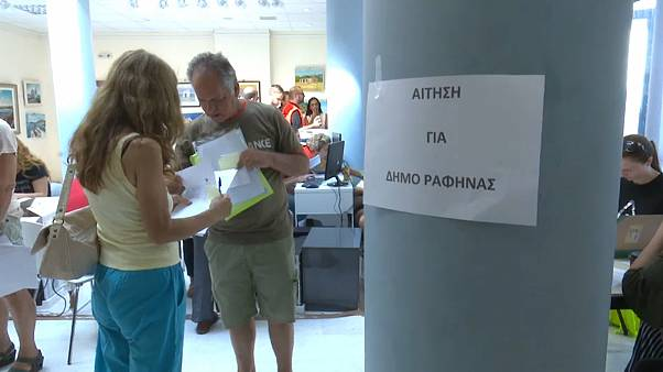 Greek fire disaster victims apply for help
