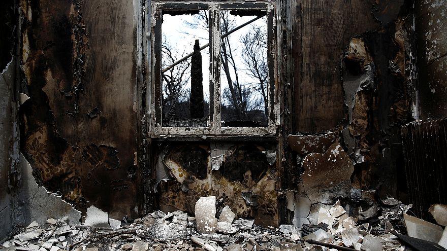 Escombros dos incêndios na Grécia