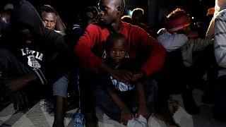 EU-Schiff bringt Flüchtlinge nach Libyen
