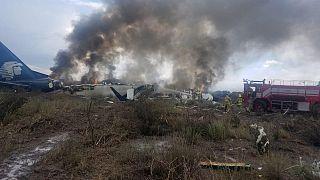 Meksika'da 103 kişiyi taşıyan uçak kalkıştan hemen sonra düştü