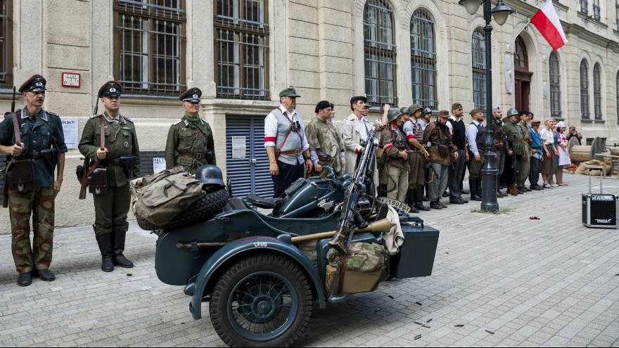 Video: Anniversary reconstruction of WW2 Warsaw uprising in Budapest