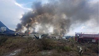 نجاة جميع ركاب الطائرة المدنية المكسيكية المحطّمة