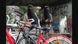 A nikáb betiltása ellen tüntettek Dániában