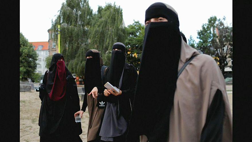 Danimarca: proteste contro il divieto di velare il volto