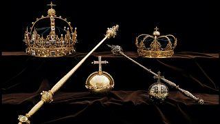 Ladrões roubam coroas históricas e fogem de barco