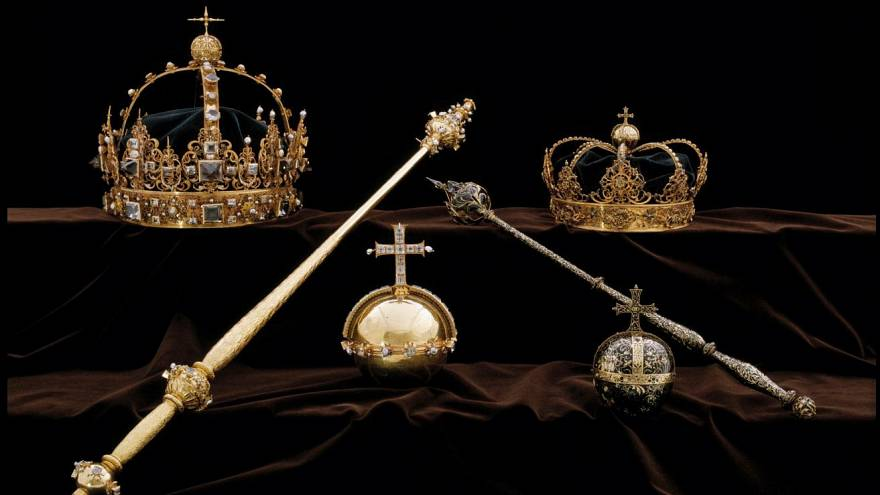 The stolen items belong to the Swedish crown jewels collection