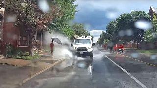 اخراج رانندهای که روی عابران آب میپاشید