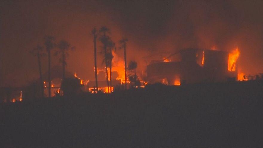 شاهد: جهود مضنية لإخماد الحرائق المتزايدة في كليفورنيا