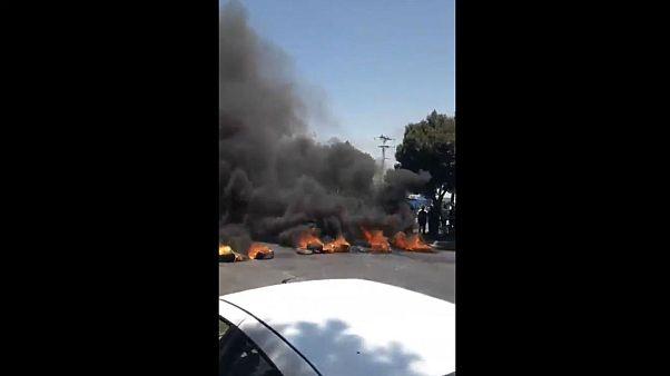 معترضان در اصفهان لاستیک خودرو آتش زدند