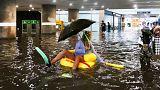 Bisogno di refrigerio? Svedesi trasformano stazione allagata in piscina