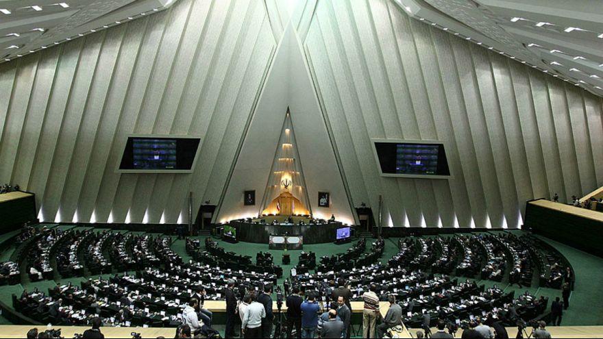 معاون پارلمانی روحانی: سوال مجلس از رئیسجمهور خلاف قانون اساسی است