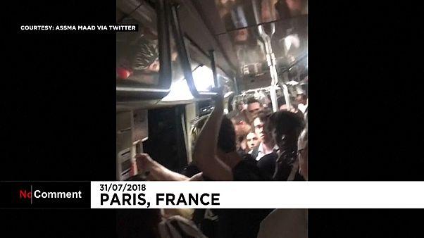 شاهد: المئات يُضطرون للانتظار لساعات داخل مترو باريس