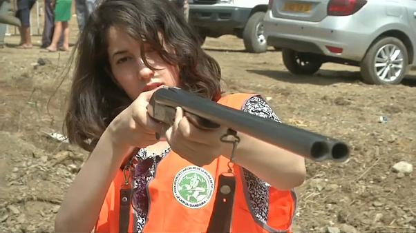 إحدى المشاركات في مسابقة الصيد في الجزائر
