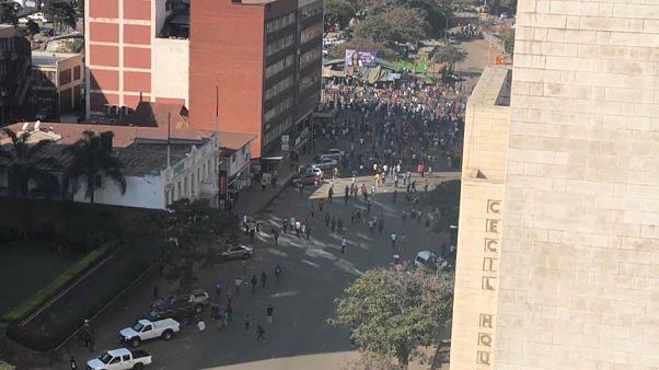 زيمبابوي: العنف يجتاح شوارع هاراري بعد فوز الحزب الحاكم بالانتخابات