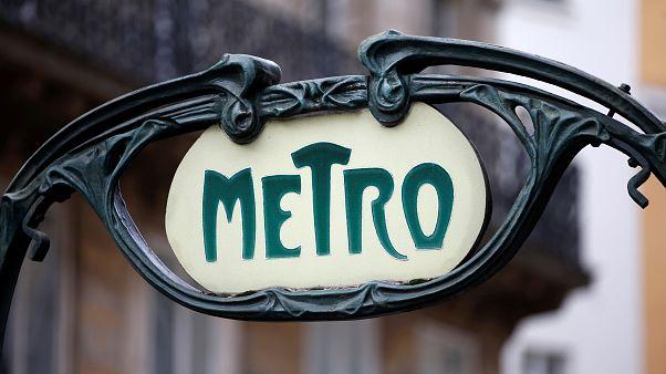 MIlhares de passageiros retidos no metro de Paris