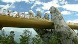 Vietnam: Giant hand bridge attracts the tourists