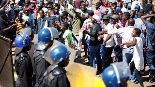 Choques entre las fuerzas del orden y manifestantes en Zimbabue
