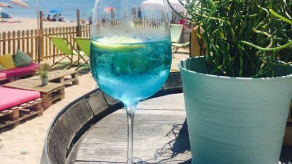 Kék borral törne be a piacra egy francia borász
