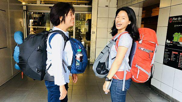 Anne kızın sırt çantasıyla kıtalar ötesinde 'yeni hayat' yolculuğu