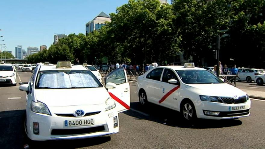 Los taxistas cesan los paros en las principales ciudades españolas