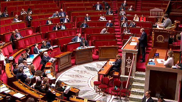 França aprova projeto de lei que dificulta imigração ilegal
