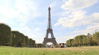 فيديو: إضراب يتسبب في إغلاق برج إيفل في باريس